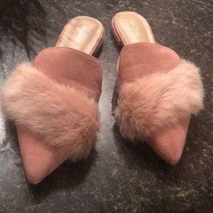 Pink fur sandals